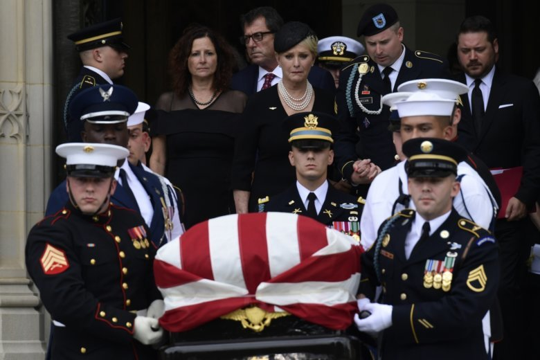 Private service for McCain before burial at Naval Academy