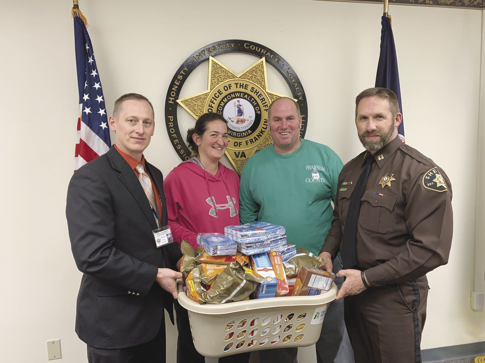 Sheriff's department issues gifts instead of tickets